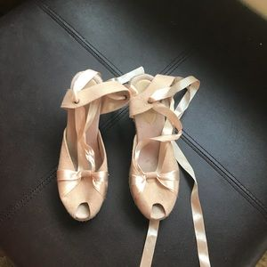 Shoes - Cute light pink wedges